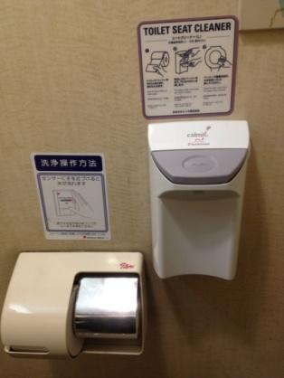 """4人~5人に1人が使用…""""トイレでスマホ""""に感染症の危険"""