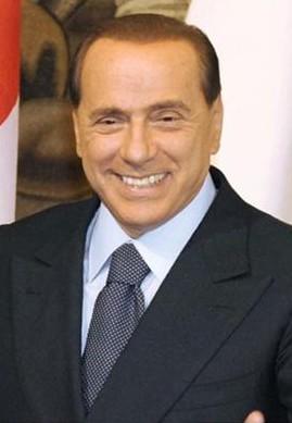 トランプ米大統領、フランス大統領夫人に「とてもいい体だ」 セクハラ批判 表情固まるメラニア夫人