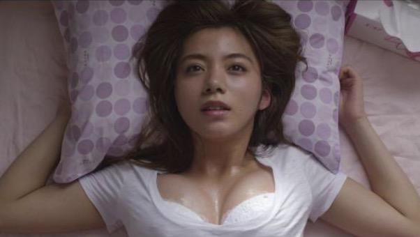 池田エライザ、朝風呂あとの無防備ショットが美しすぎる「すっぴん?」「鎖骨にドキドキ」
