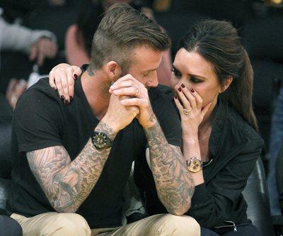 ベッカム夫妻 若き日のペアルック写真を公開「猛烈に恥ずかしい」
