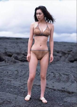 吹石一恵が出産後初登場、抜群のスタイル披露 昨年12月に福山雅治との第1子誕生発表