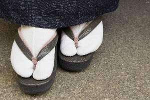 足元何履いてますか?