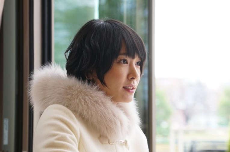 炎天下の撮影でフラフラ「新垣結衣」お気に入りは白い日傘