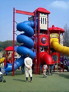 公園の遊具は必要?不要?