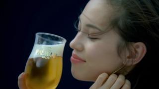 「お酒飲みながらしゃぶるのがうみゃあで」 サントリー「コックゥ~ん!」CMに「下品」「下ネタ」と批判相次ぎ公開中止へ