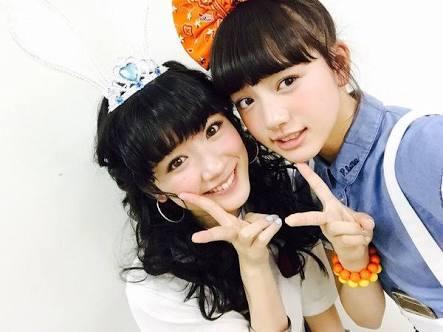 永野芽郁の「トトロごっこ」がかわいい 傘の上には女性が?