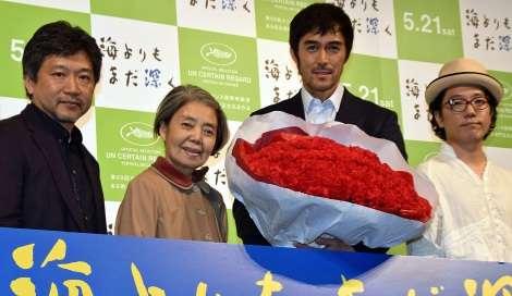【画像】花束を持っている男性芸能人