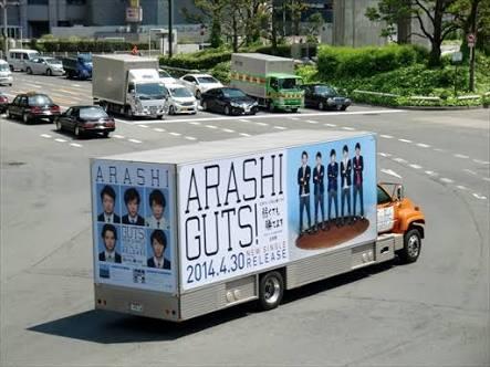 いろんなアーティストのツアートラック♪