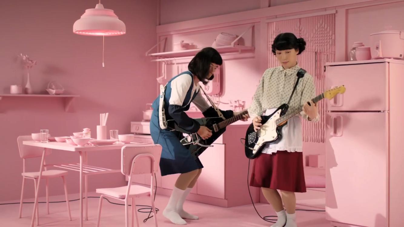 """星野源、「Family Song」MVで再び""""おげんさん""""に!高畑充希、藤井隆もダンスで魅せる"""