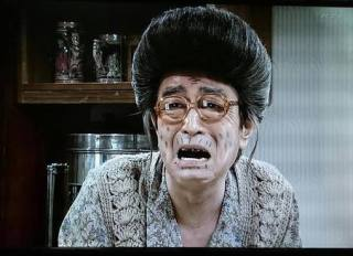 """斉藤由貴が会見、W不倫報道を釈明 """"手つなぎ""""は「すごく一瞬のこと」男女の仲否定"""