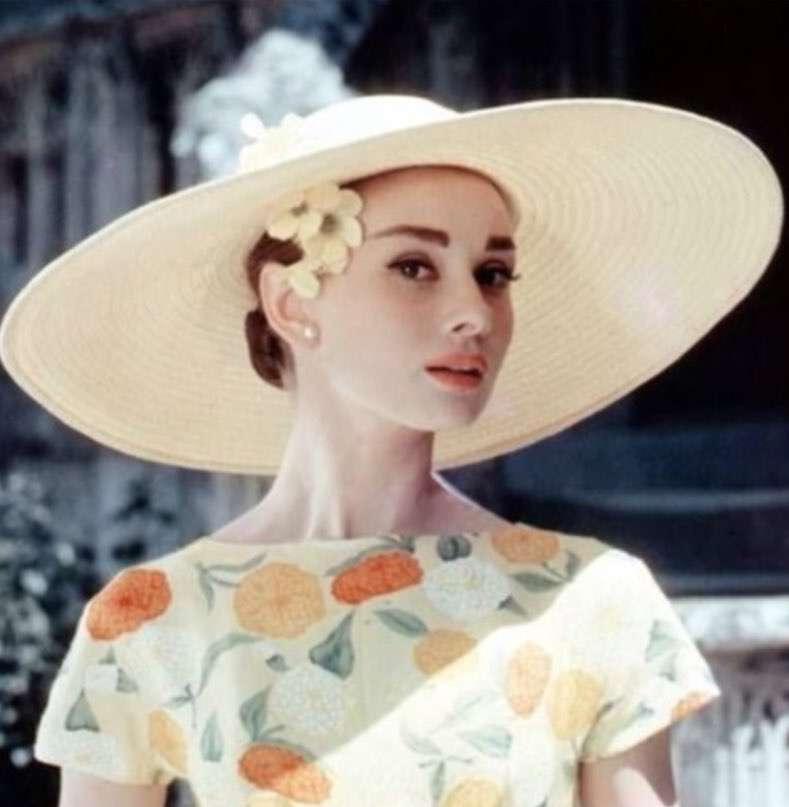 帽子が似合うオードリー・ヘプバーン