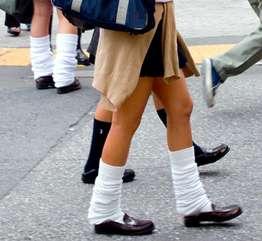 女子高生「くしゅくしゅ」靴下が流行 スカート丈の攻防、足長効果?