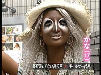 """フジ久慈暁子アナ&""""色が黒すぎる""""岡副麻希アナ「まるでオセロ」と話題"""