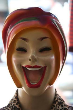 変なマネキンの画像を貼るトピ