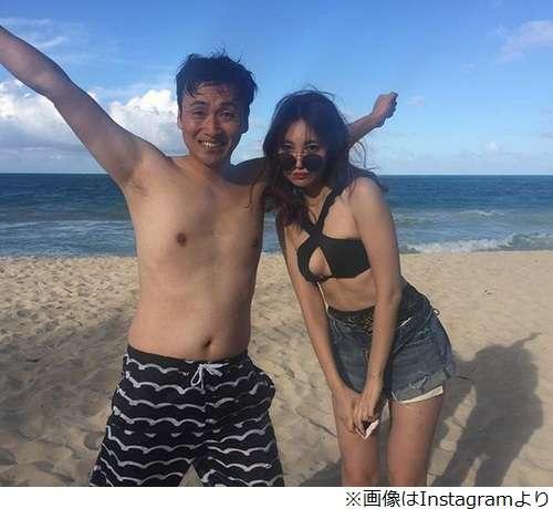 """アンジャッシュ児嶋一哉&小嶋陽菜、水着で""""Wこじま"""""""
