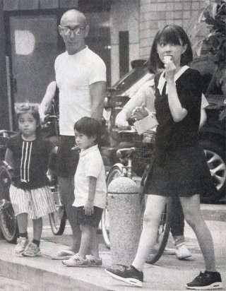 海老蔵がハワイ休暇から帰国「今だから言える」ホンネ漏らす…麻央さん亡くなって2か月