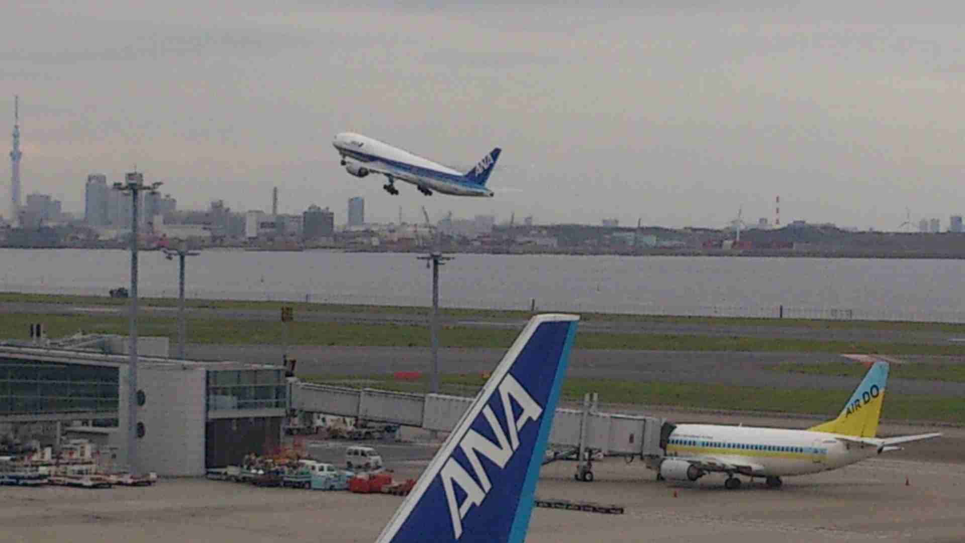 いろんな飛行機が飛んでいる画像が見たいです!