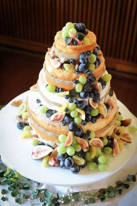 新郎新婦から、主役の座を奪ってしまうウエディングケーキ