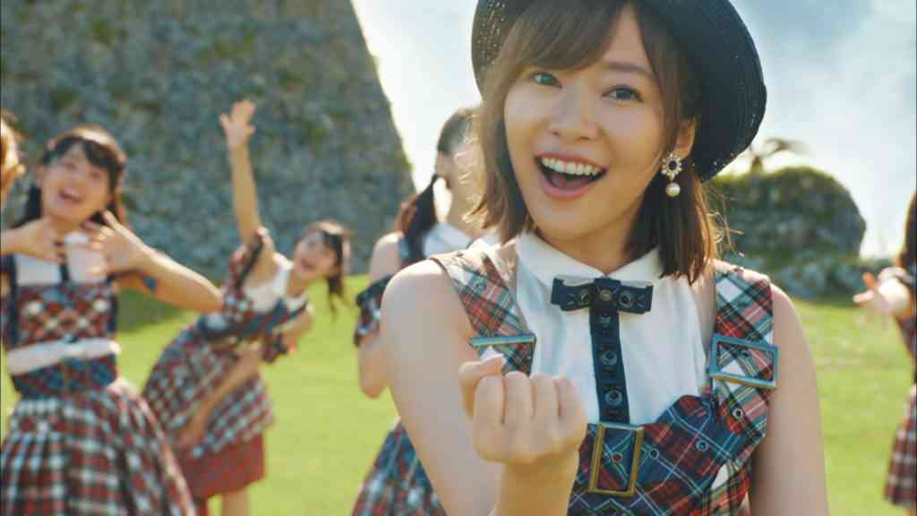 """AKB48、新曲は3年ぶりの王道夏ソング MVは""""「ポニシュ」「言い訳」おじさん""""が沖縄で撮影"""