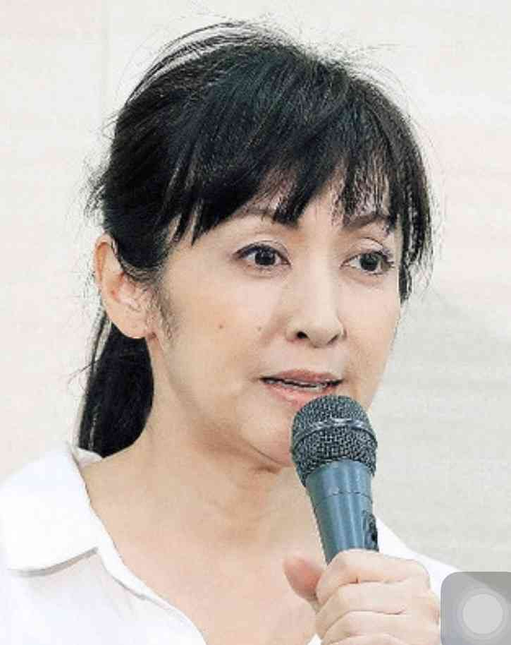 斉藤由貴「7年不倫」会見翌朝に夫を置いて沖縄へ逃げた