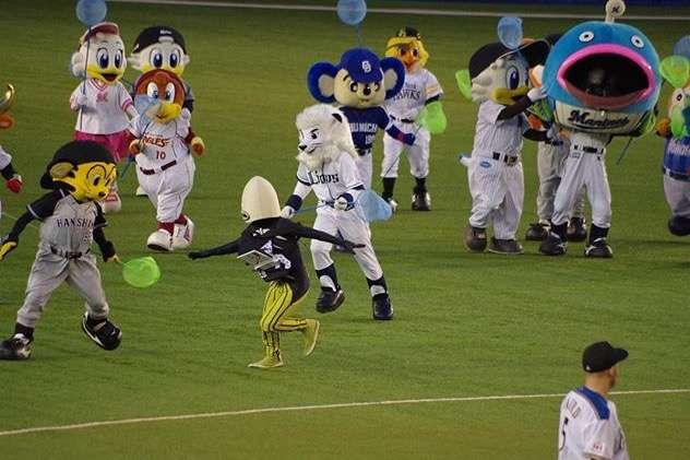 【他球団同士あり】野球選手たちの仲良し画像【マスコットもあり】