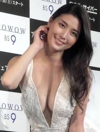 橋本マナミ衝撃告白「家では裸」宅配便が来たら財布で胸隠し…