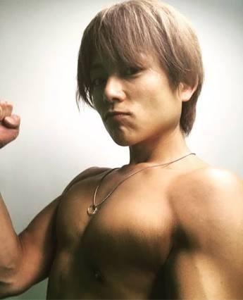 赤西仁の筋肉美に山田孝之「キツく抱いてよ」