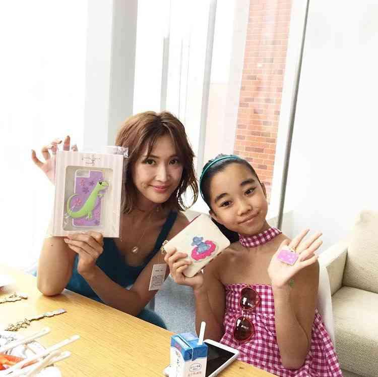 『サマンサタバサ』12歳少女とデザイナー契約 契約金は1000万円