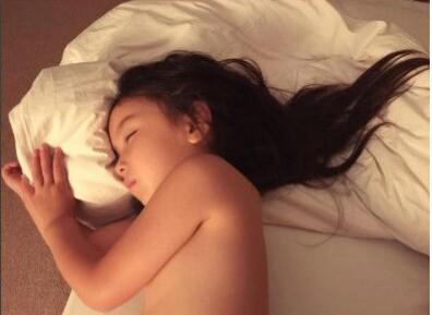 長谷川潤、愛娘の成長に「嬉しさと寂しさ」心境明かす 寝姿公開に心配の声も