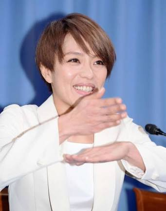 欅坂・平手友梨奈、ステージで笑顔なく終始うつむく ファンからは心配の声