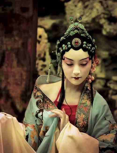 中島美嘉、中国公演を延期 共産党大会に起因し公安局からの指示で