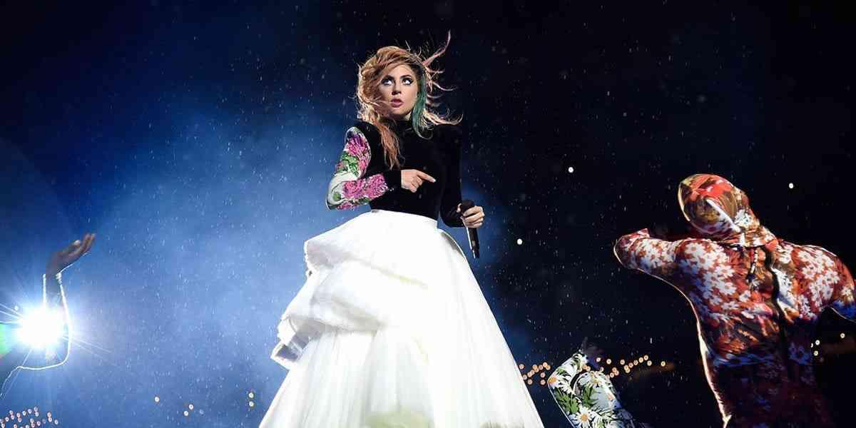 レディー・ガガ 活動休止を表明 12月のツアー終了後、期間は未定