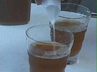 施設の同僚のお茶にパイプ用洗剤…女を逮捕