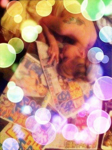 浜崎あゆみ、愛犬2匹抱きしめパシャリ インスタで「癒され」笑顔写真