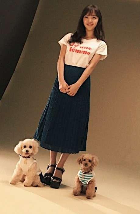 板野友美の写真集、白石麻衣に次ぐスピード重版決定 書店も「今年に入って最大の人気」とコメント