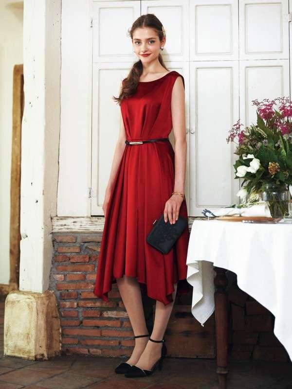 真っ赤な服の画像