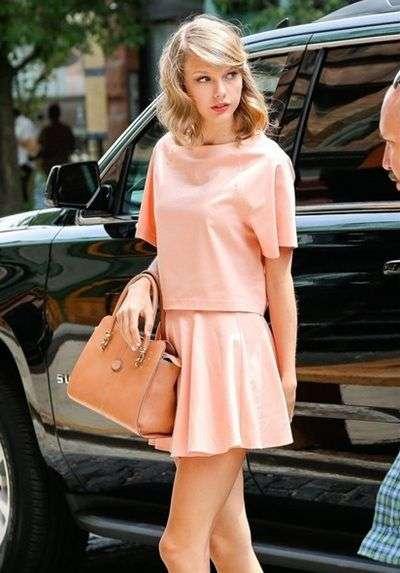 ピンクが似合う女性