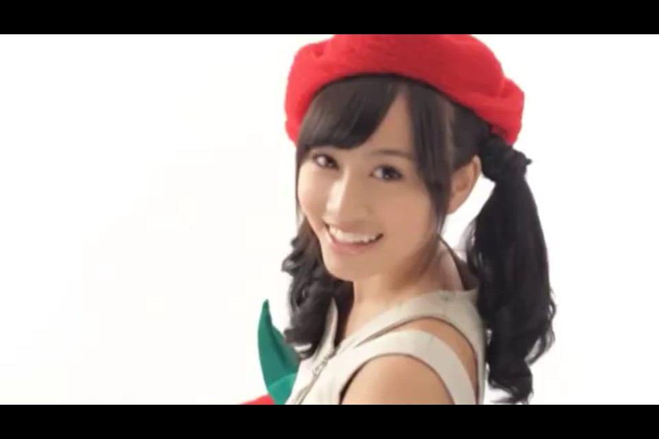 HKT48指原莉乃、ざっくりニットで素肌あらわ SEXYコーデで新境地
