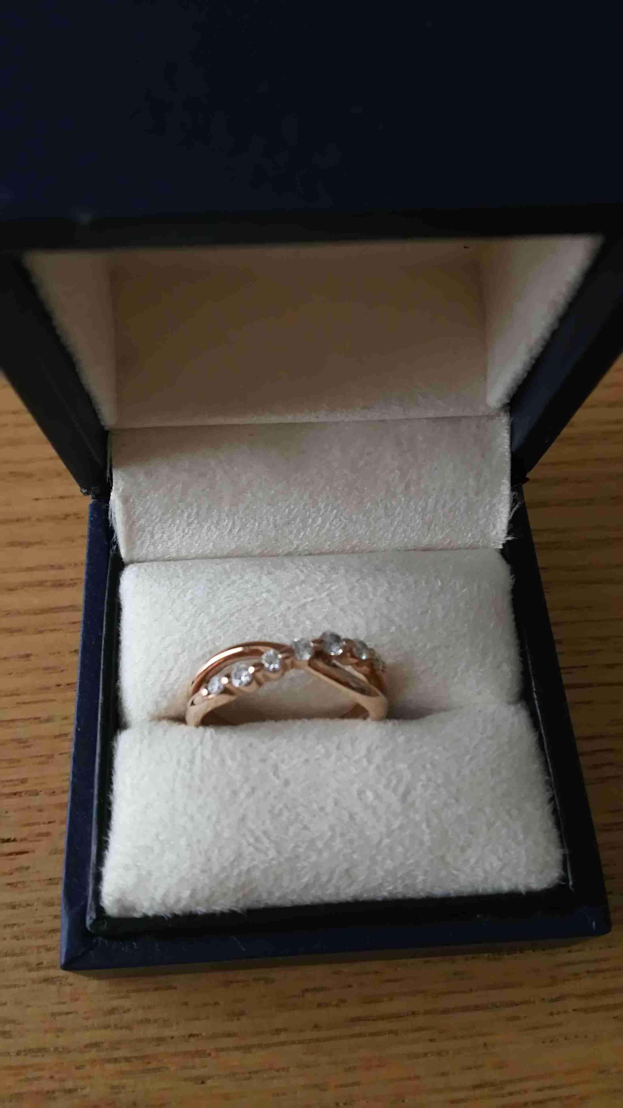 皆さん婚約指輪 おいくらでしたか?