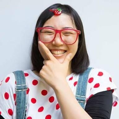 「無邪気な感じ」「ピッタリ」 佐藤栞里、ショートカットのアラレちゃん姿で「キーーーン」