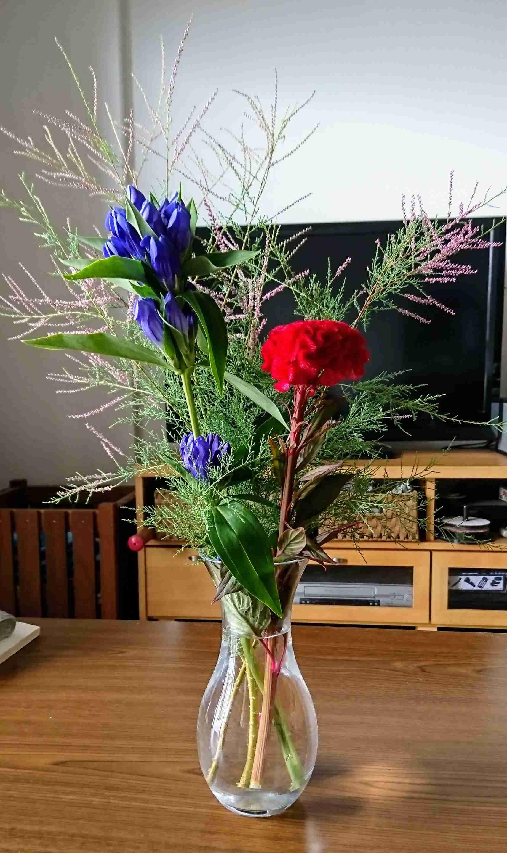 家にいつもお花飾ってる人〜♪