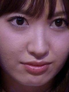 小嶋陽菜、色白素肌…お腹&太もも見せに「美しい」「細すぎない」