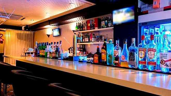 初めてバーに行ったのは?