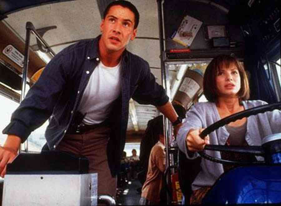 運転手が意識失い…バス乗客が操作し停車