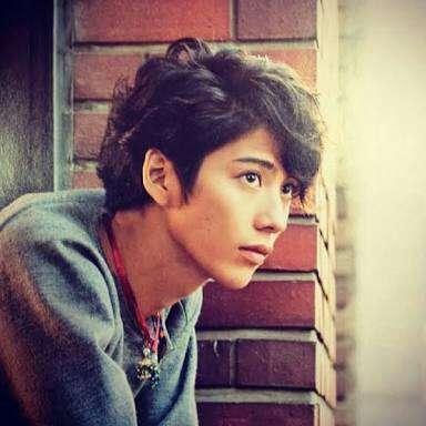 「家族みたい」「すごいメンバー」ローラがワンオクTaka&桃井かおりとの豪華な3ショットを披露ッ!