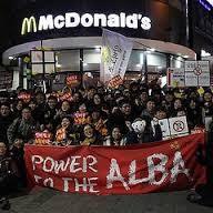 日本マクドナルド、人手不足で主婦バイト数万人採用へ