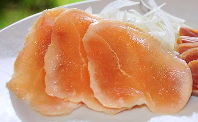「日本人、鶏の刺身を食べるなんて信じられない!」 海外のSNSで一騒動