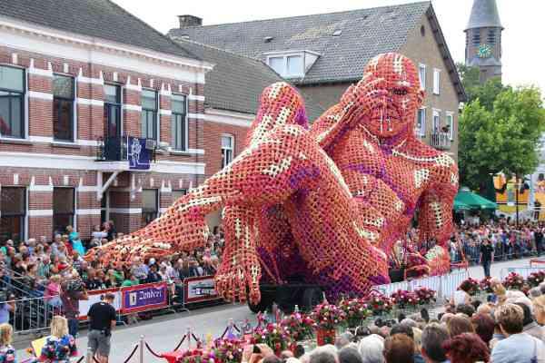 ぜーんぶ花!オランダ最大級の「花のパレード」が大迫力