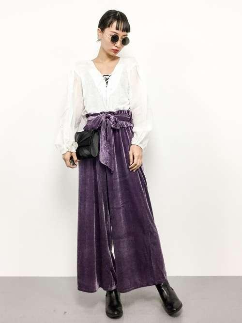 流行りのベロア素材のパンツ着こなしかた