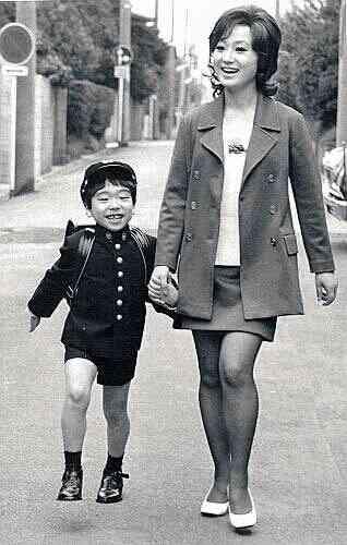 母親から女として敵対心・対抗心を抱かれている方(いた方)